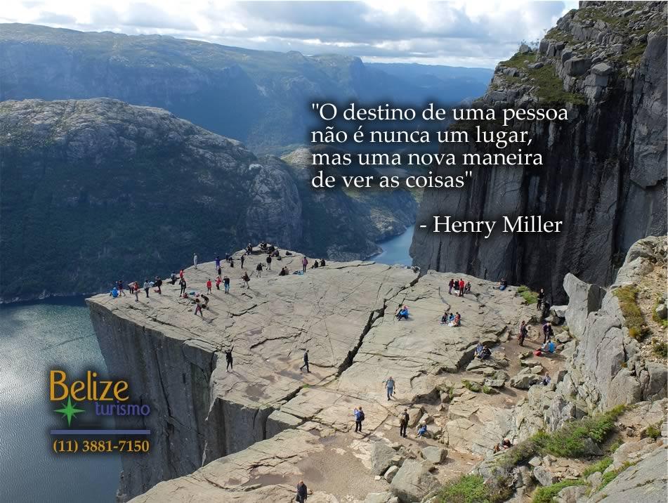 """O destino de uma pessoa não é nunca um lugar, mas uma nova maneira de ver as coisas."""" - Henry Miller"""